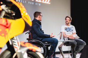 Pit Beirer und Andi Brewi im Talk im Rahmen der ORF Museumszeit in der KTM Motohall Mattighofen Copyright: Irina Gorodnyakova