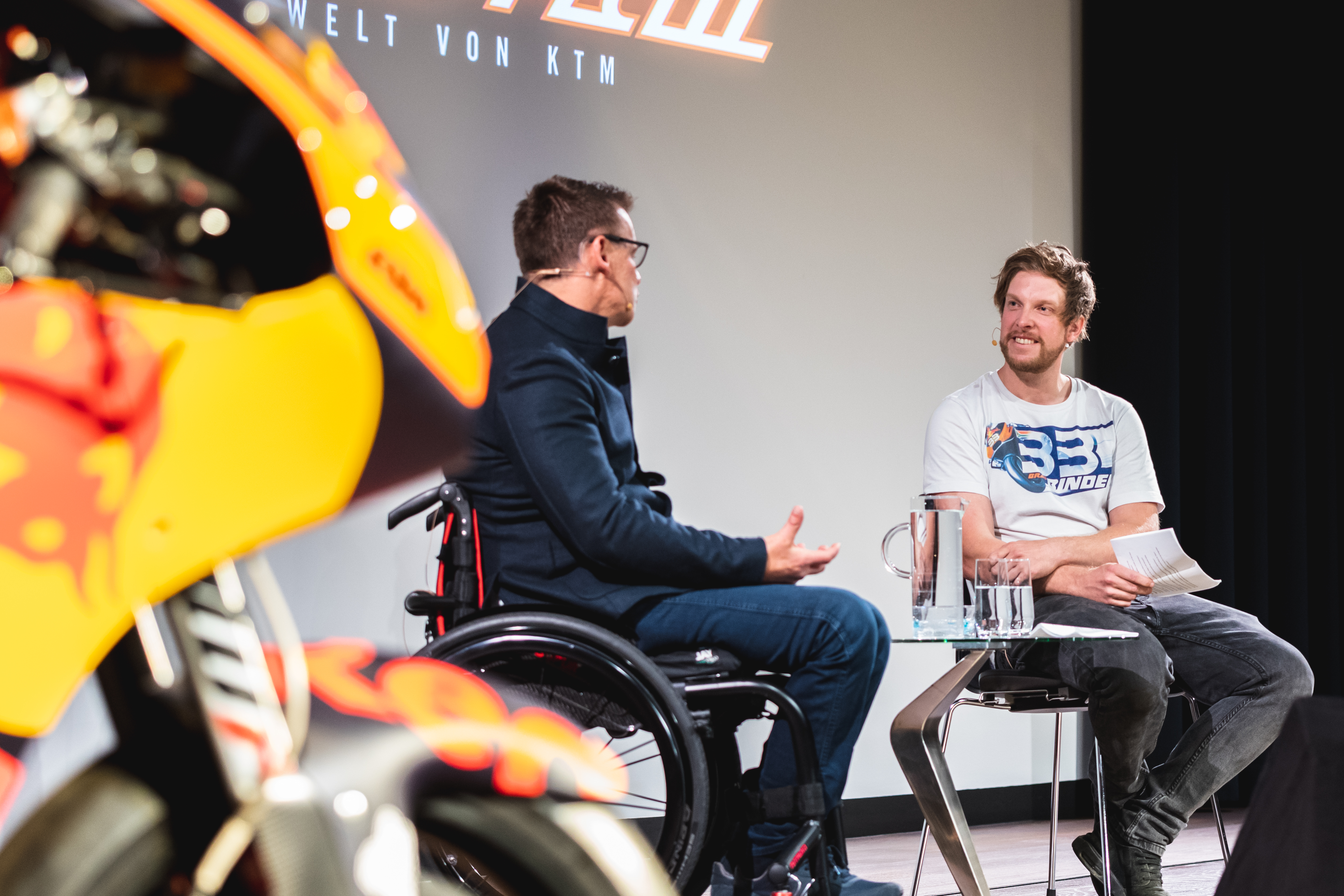 Read more about the article 09. Oktober 2020 ORF Museumszeit Talk mit KTM Motorsportdirektor Pit Beirer KTM Motohall Mattighofen Österreich
