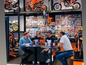 Andi Brewi, Matthias Walkner und Heinz Kinigadner in der KTM Motohall Mattighofen Copyright: Rene Esterbauer